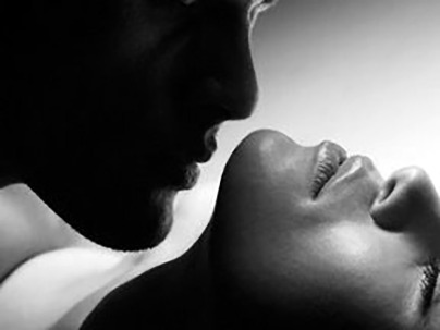 man_kissing_a_woman1_bnw2